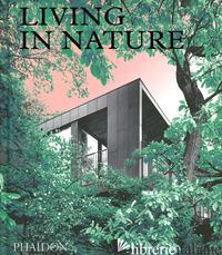 LIVING IN NATURE. CONTEMPORARY HOUSES IN THE NATURAL WORLD. EDIZ. ILLUSTRATA -